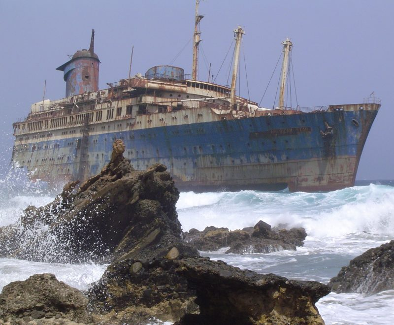 Shipwreck_of_the_SS_American_Star_on_the_shore_of_Fuerteventura